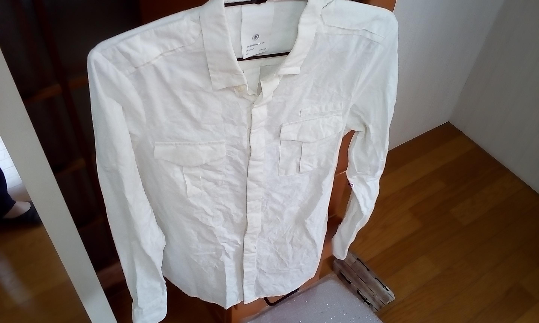 ビジネスでも活かせる メンズ白いシャツ