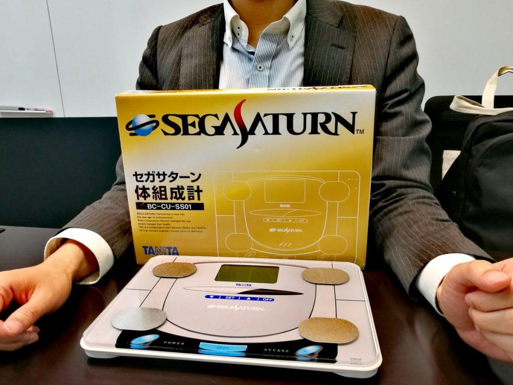 ヴィレヴァンでセガとタニタがコラボしたセガサターン体組成計が発売