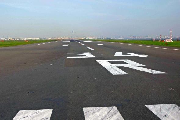 飛行機 滑走路 侵入