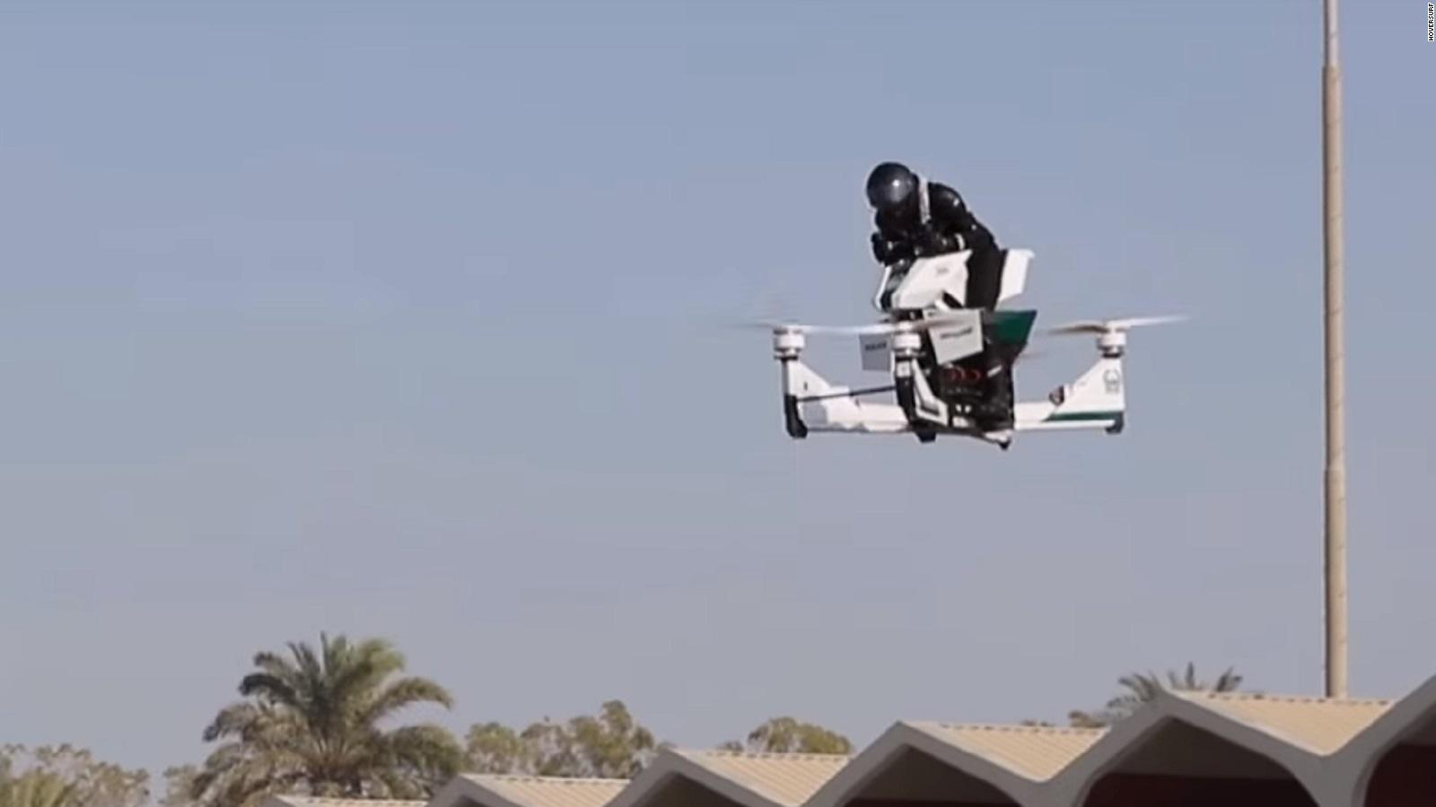 【ドバイ警察】空飛ぶ白バイだと!?2020年導入を目指し訓練開始!ネット民『未来感半端ない