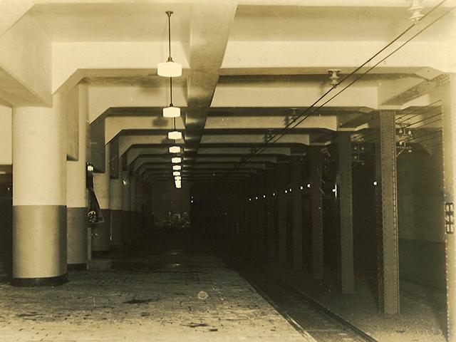 旧博物館動物園駅 ホーム