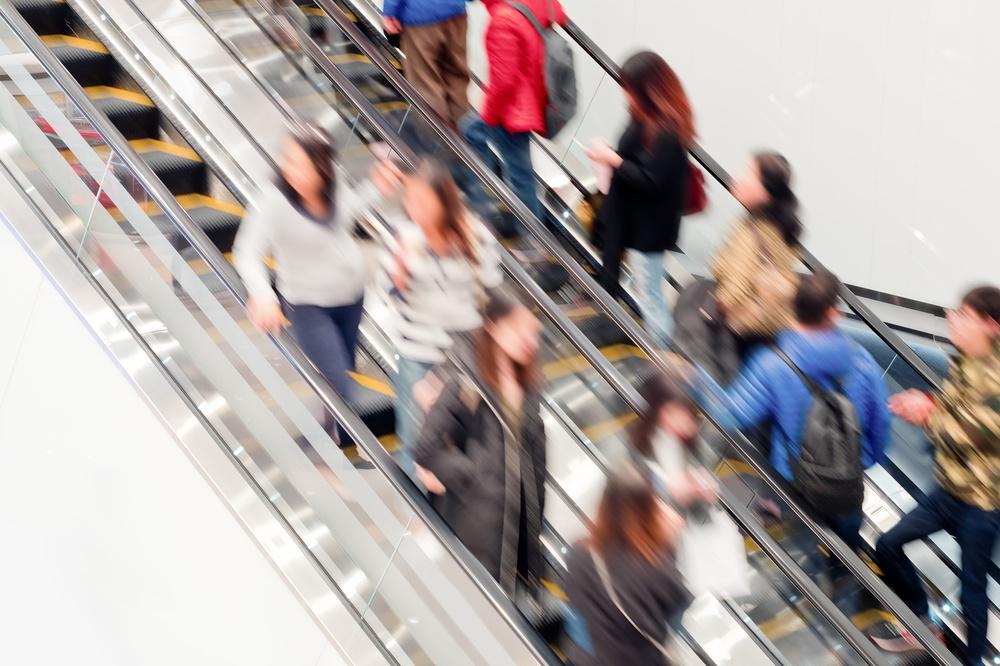 【危険】エスカレーター片側空け実は危ない。五輪に向けて東京駅で施行対策スタート !