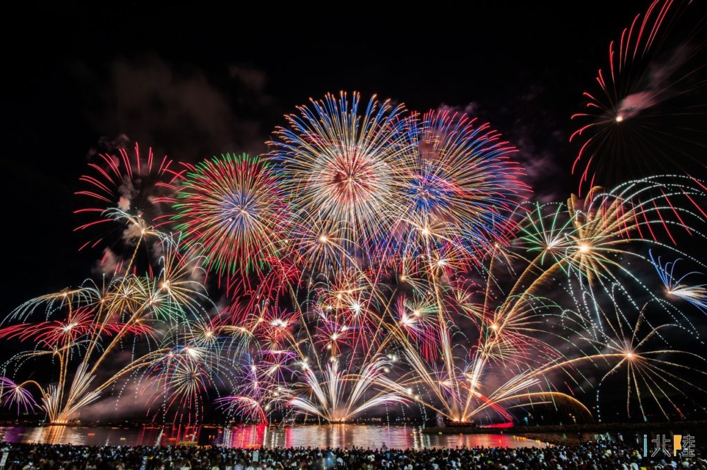 6月1日新型コロナの収束願い全国で花火一斉打ち上げ('ω')ノ